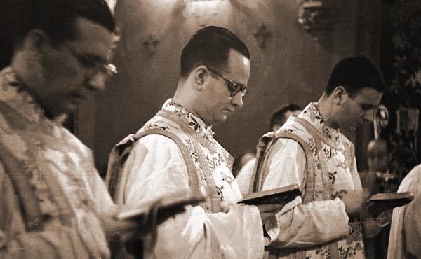 Opus Dei - 70 anni fa, i primi tre sacerdoti