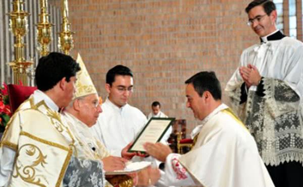 Opus Dei - Do projeto dos SEAT ao sacerdócio