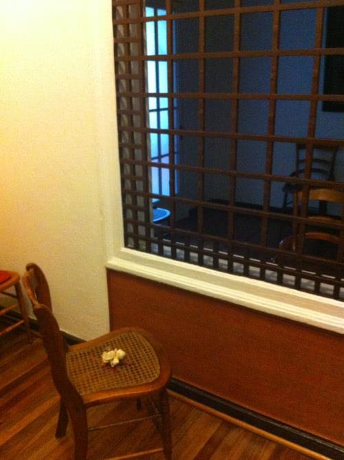 Silla en el locutorio donde posiblemente se sentó san Josemaría en dicha visita.