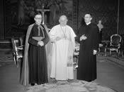 De heilige Jozefmaria Escrivá, de zalige Johannes XXIII en mgr. Álvaro del Portillo. Vaticaan. 5-3-1960.