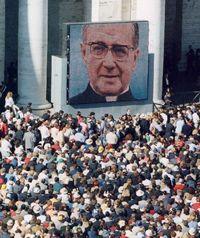 I partecipanti alla canonizzazione hanno potuto seguire la cerimonia grazie a 13 maxischermi distrubuiti nella piazza.