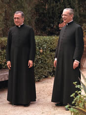 De heilige Jozefmaria Escrivá en mgr. Álvaro del Portillo in Castelldaura, Barcelona. 27-11-1972.