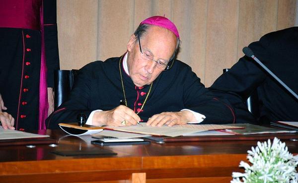 O Prelado solicita testemunhos sobre Dora del Hoyo