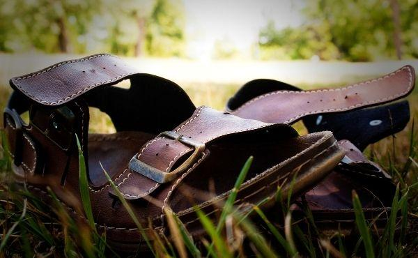 "Commentary on the Gospel: ""I am not worthy to untie his sandals"""