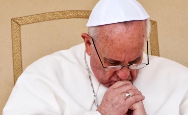 Papa Francesco ai cristiani perseguitati: la Chiesa è fiera di avere figli come voi