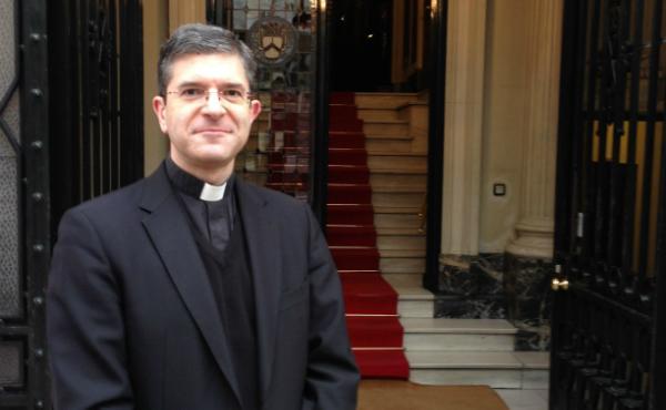 González Gullón presenta su libro en el que analiza los comienzos del Opus Dei en España