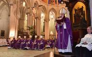 """El cardenal Osoro destaca """"la cercanía y amistad"""" de monseñor Echevarría en su funeral en la catedral de la Almudena"""