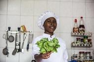 Nueve chefs españoles apadrinan los estudios de hostelería de nueve jóvenes africanas
