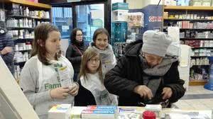 Genitori e figlie per il banco farmaceutico
