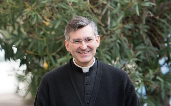 Jorge Gisbert神父的生平