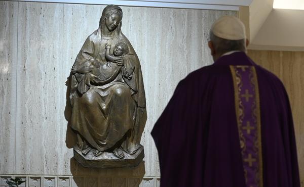 教皇「聖母月に、家でロザリオの祈りを」信者に宛てた書簡で