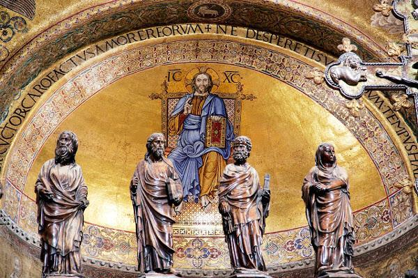 Christkönigs-Homilie des hl. Josefmaria auf Audio
