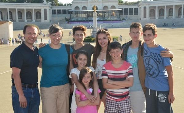 Opus Dei - 創造開朗和幸福的家庭