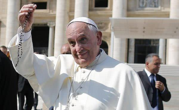 """Generously support the Pope's petition to pray the Rosary in October"""