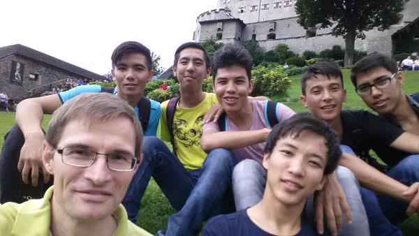 Opus Dei - Flüchtlinge bereiten sich in Salzburg auf die Taufe vor