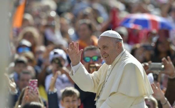 """Popiežius Pranciškus pradeda katechezių ciklą skirtą """"Tėve mūsų"""" maldai"""