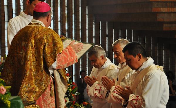 Opus Dei - Mons. Yanguas: «Recorred vuestro camino de sacerdotes poseídos por la alegría del Evangelio»