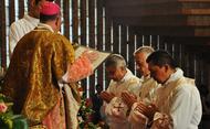 Mons. Yanguas: «Recorred vuestro camino de sacerdotes poseídos por la alegría del Evangelio»