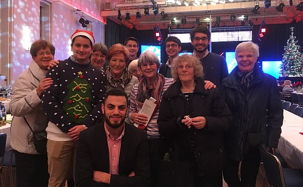 Opus Dei - Weihnachtsessen für 900 Bedürftige im Kölner Gürzenich