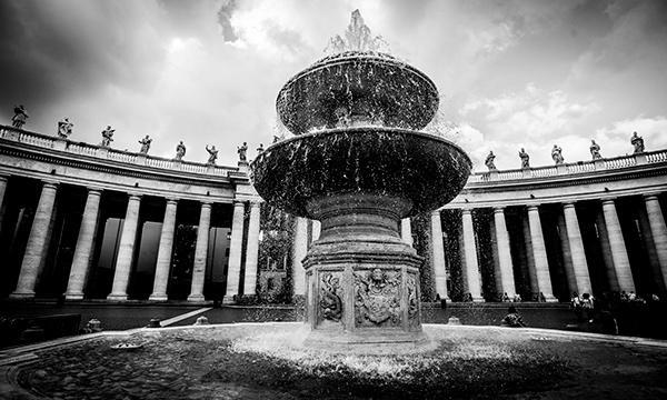 Opus Dei - Como é financiada?
