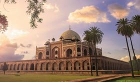 Elisabeth e le avventure di una coppia di giovani coniugi di Delhi