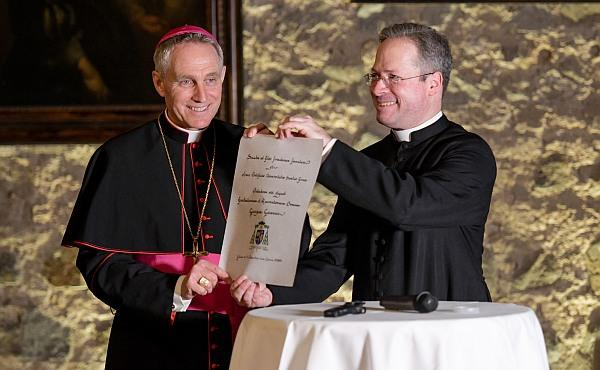 Erzbischof Gänswein: Priester sind wichtig für die Gesellschaft