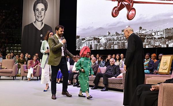 Opus Dei - Hunderttausende Frauen, Männer, Familien feiern die neue Selige