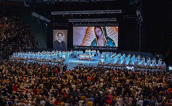 Opus Dei - Rund 11.000 feiern die Seligsprechung einer Chemikerin