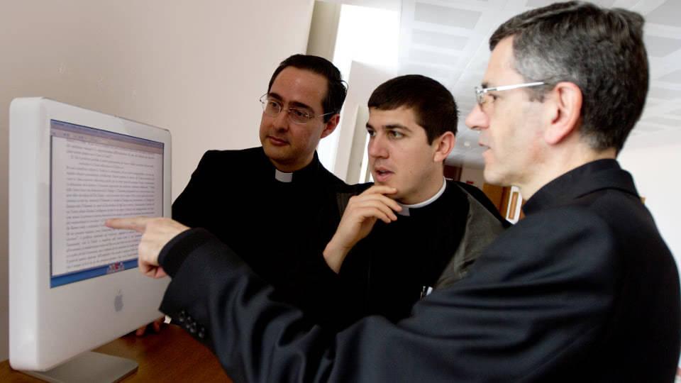Opus Dei - A Sociedade Sacerdotal da Santa Cruz