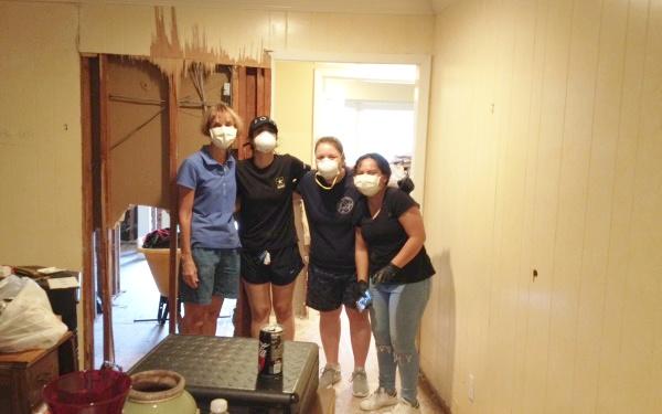 "Opus Dei - Nach dem Hurricane ""Harvey"": Freiwillige helfen den Betroffenen"