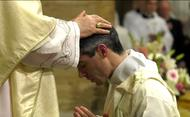 Kardinaal Bertello wijdde 31 priesters uit 16 landen