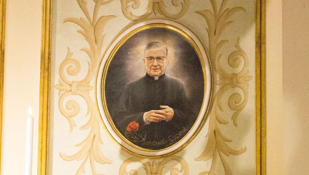 Opus Dei - L'immagine di san Josemaría nella Basilica dell'Incoronata del Buon Consiglio a Napoli
