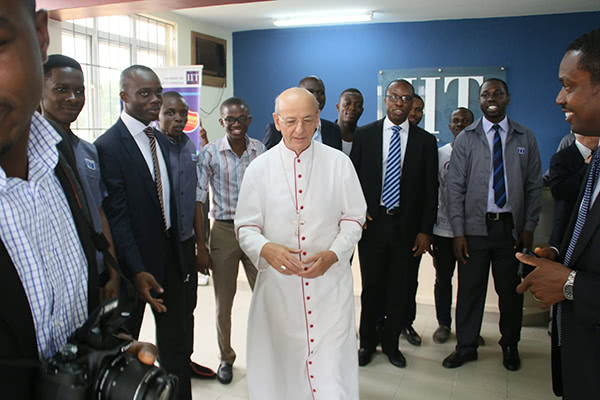 Opus Dei - The Prelate in Nigeria: Combine technical and human values to do work well