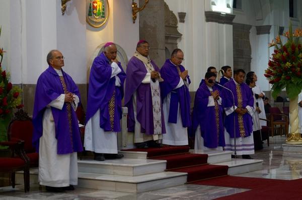 Opus Dei - Misas por Mons. Javier Echevarría en Guatemala