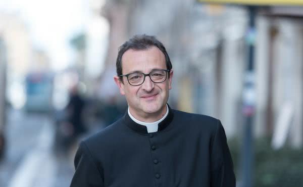 «¿Necesita Dios muchos sacerdotes? Muchos, muchos quizá no, pero santos sí»