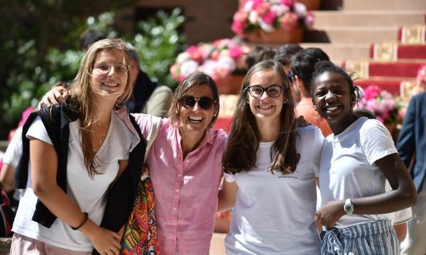 O Opus Dei promove atividades para jovens?