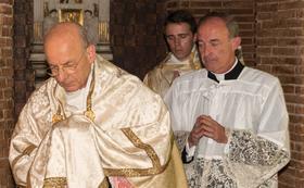 """L'omelia del Giovedì Santo del Prelato: """"Nessuno è escluso dall'amore di Gesù"""""""