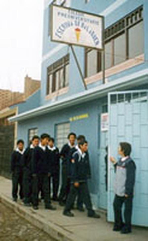 O colégio de Josemaría Escrivá em Lima