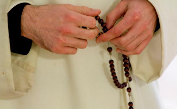 """Recen para que seamos los sacerdotes que Cristo desea"""