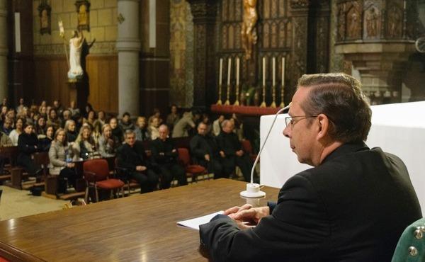 Conferencia sobre la figura del Papa Francisco y sus seis años de pontificado
