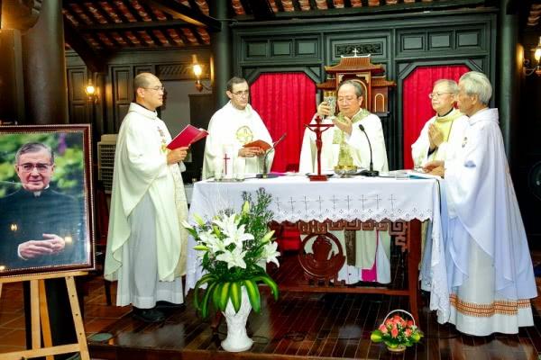 Opus Dei -  Thánh lễ kính Thánh Josemaría Escrivá