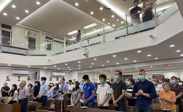 在台灣有很多地方都對聖施禮華有敬禮