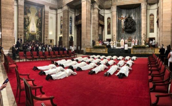 """Mons. Gänswein """"Il sacerdote non è un funzionario di un'istituzione"""""""