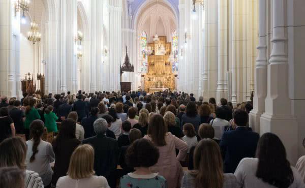 Multitudinario funeral por Xavi Prats y Teresa Nebot