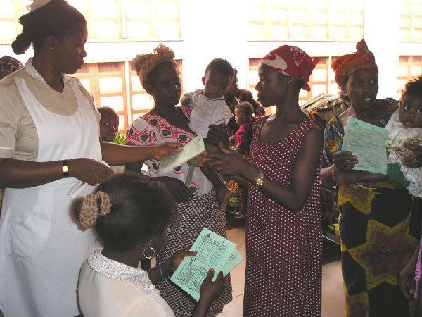 Dos iniciativas en Enugu, Nigeria: el Niger Foundation Hospital y el Iwollo Rural Health Centre