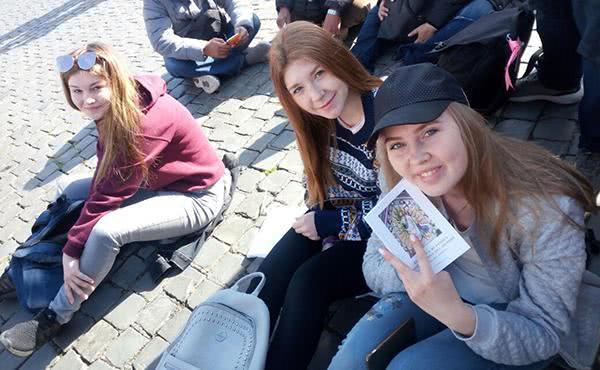 Natasha e Viktoria: dal Kazakistan al calore della fede