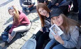 Natasha e Viktoria: o calor da fé no Cazaquistão