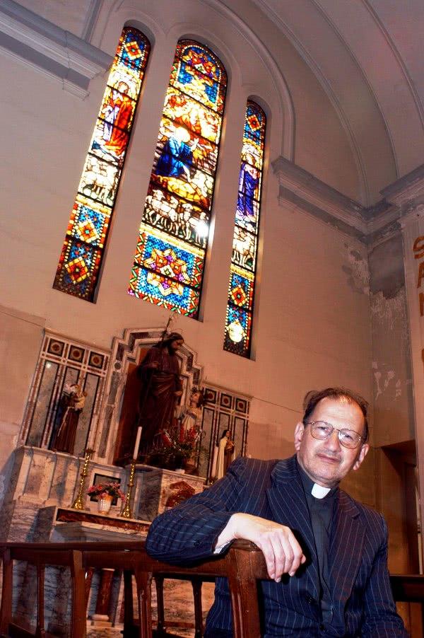Opus Dei - Un párroco de una zona semi-rural rodeado de amigos