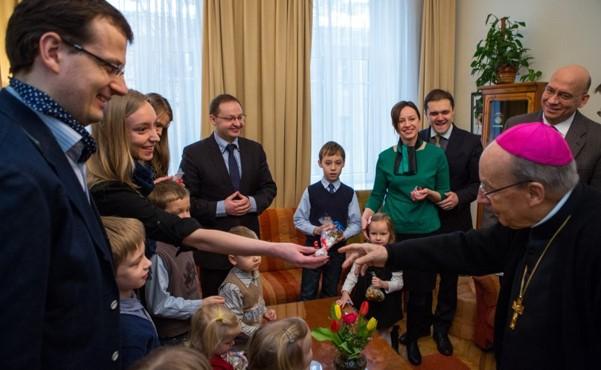 """Opus Dei - Trumpai apie """"Opus Dei"""" veiklą Lietuvoje"""