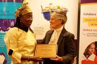 Vanessa Koutouan recibe el premio Harambee a la Mujer Africana 2015